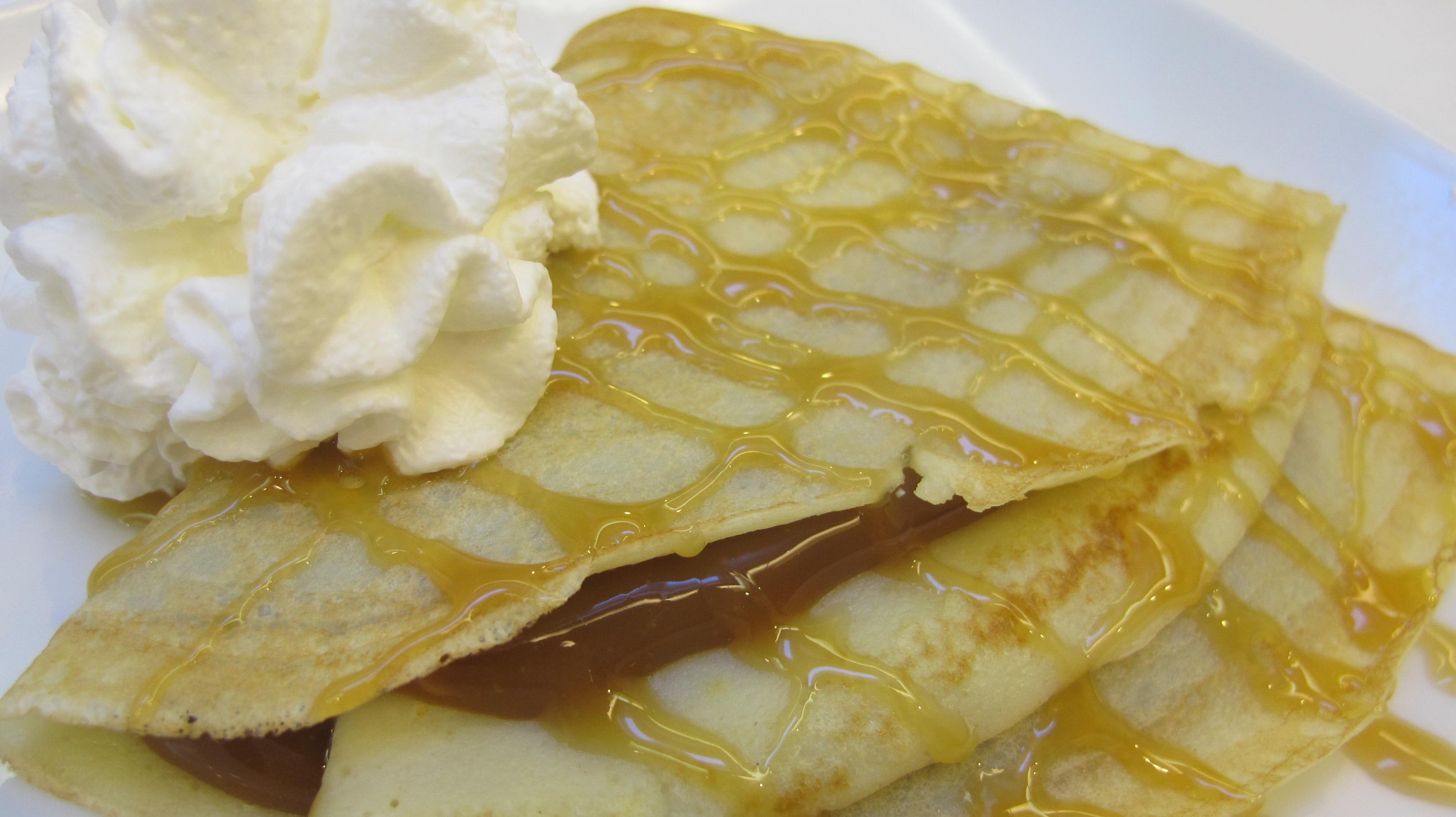 Caramel Crepes (Panqueques con Dulce de Leche) |