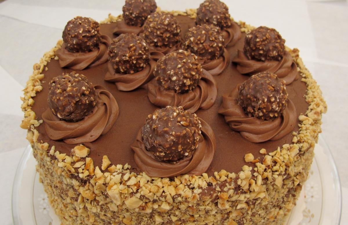Layer Ferrero Rocher Nutella Dream Cake |